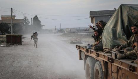 Tropes turques en el seu avenç pel nort de Síria.