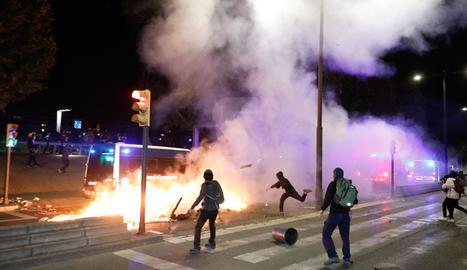 Policia i radicals es van enfrontar després d'un acte pacífic contra la sentència del procés