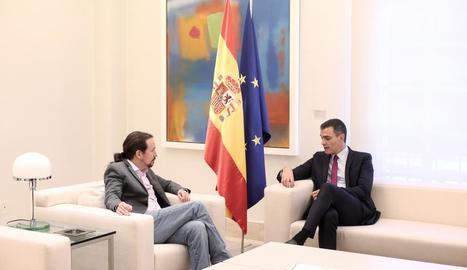 El cap de l'Executiu central en funcions, Pedro Sánchez, ahir, amb el líder de Podem, Pablo Iglesias.