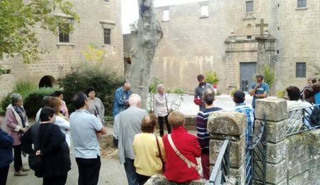 Moment de la visita guiada al santuari de Riner.