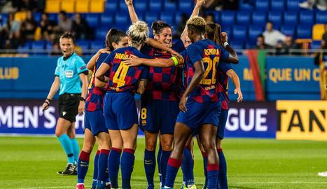 Les jugadores del Barça celebren un dels cinc gols.