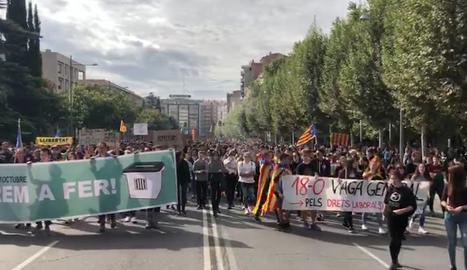 Centenars d'estudiants a la manifestació del 18-O a Lleida