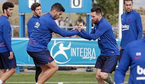 Luis Suárez i Messi durant l'entrenament d'ahir a la Ciutat Esportiva de l'Alabès.