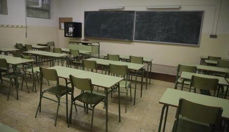 Una de les múltiples aules que ahir van quedar totalment buides als instituts del Camp Escolar a Lleida ciutat.
