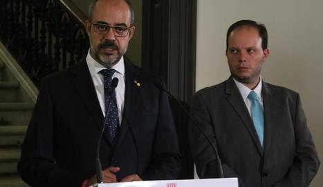 El conseller d'Interior, Miquel Buch, al costat del director dels Mossos, Pere Ferrer.