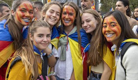 Milers d'estudiants es van manifestar ahir al migdia pel centre de Barcelona.
