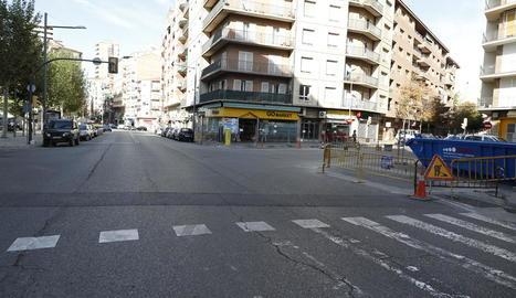 L'encreuament dels carrers Ramon Llull i Alcalde Porqueres, ahir, amb tanques.