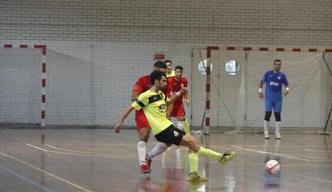 Una acció del partit d'ahir entre el Lamsauto Futsal Lleida i el Martorell.