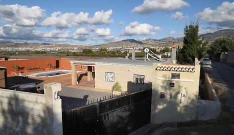 Vista de l'habitatge on van trobar els dos cadàvers a La Zubia.