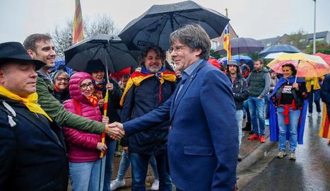 Puigdemont va saludar els participants en la marxa independentista de Brussel·les a Waterloo.