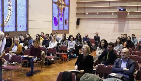 Assistents a la primera sessió d'intervencions, ahir al Saló Víctor Siurana de la UdL.