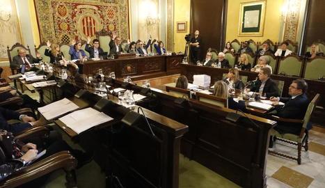 Un moment de la votació del ple extraordinari d'ahir per aprovar les ordenances fiscals.