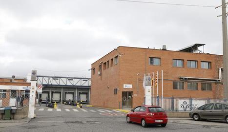 Imatge presa ahir dels accessos a les instal·lacions de l'escorxador i sala d'especejament de Sada al polígon industrial El Segre.