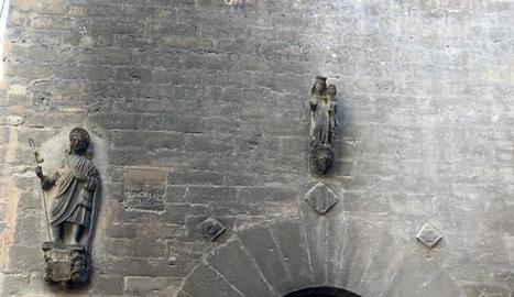 Estat en el qual va quedar la façana de la capella del Peu del Romeu.