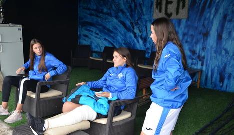 Maria Subies, al centre, té una lesió al genoll.