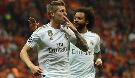 Kroos celebra el gol que va donar la victòria al Reial Madrid, ahir a Istanbul.