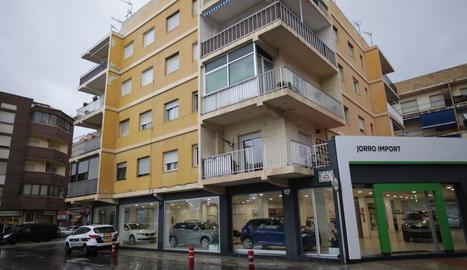 Imatge de la façana de l'edifici on va ser assassinada la dona a Dénia.