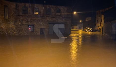 Els carrers de l'Albi, convertits en un mar ahir a la nit.