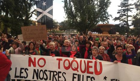 Unes 200 persones, la majoria dones, protesten a Lleida contra la repressió policial