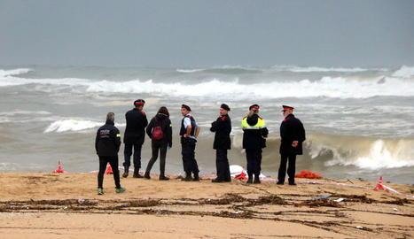 Troben el cadàver d'un home a la platja de Caldes d'Estrac