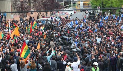 """Una de les protestes a Bolívia en les quals es denuncia """"frau electoral""""."""