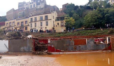 Estat en què va quedar l'edifici que acollia el celler Rendé Masdéu i el restaurant El Gatim.