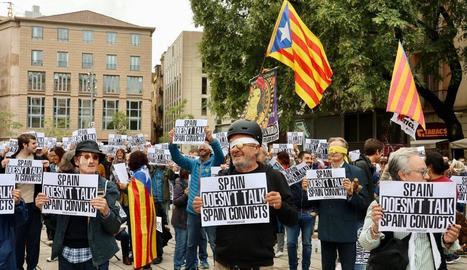 Espanya Global suspèn la reunió amb cònsols davant d'una protesta