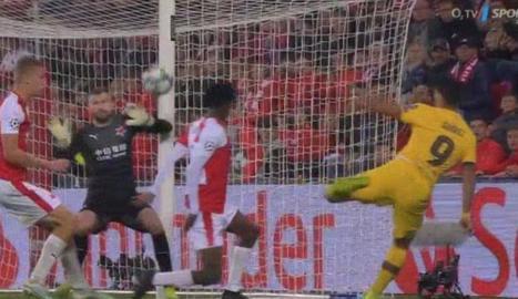 El gol que no va ser de Suárez.