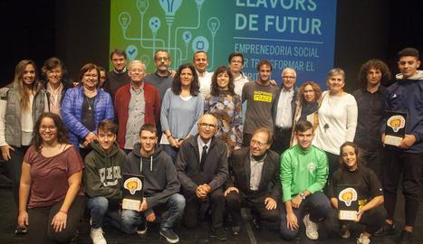 Els ponents, els premiats, els patrocinadors i les autoritats, a la jornada d'ahir.