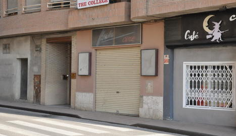 L'únic cine de Fraga, tancat des de fa més d'una dècada.