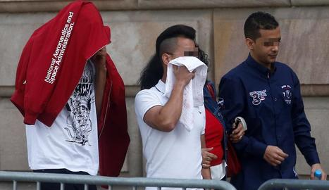 Imatge d'arxiu d'alguns dels acusats de La Manada de Manresa entrant al jutjat.