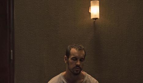Mario Casas, en el paper que interpreta al film 'El practicante'.