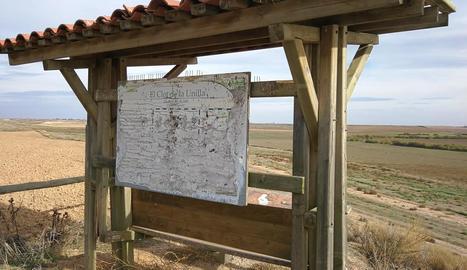 Els panells que informen de la fauna i flora de la llacuna són totalment il·legibles.