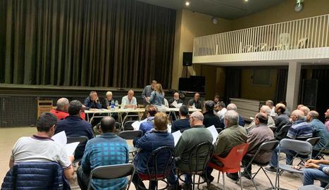 Uns setanta afectats es van reunir ahir a Bovera.