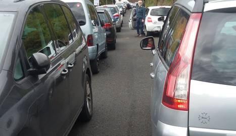 L'alcalde va mostrar preocupació pel col·lapse de vehicles.