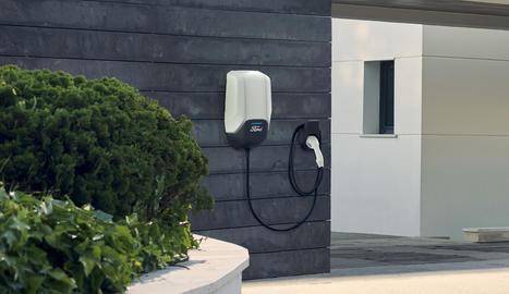 Ford dóna resposta a les necessitats de càrrega ràpida dels cotxes elèctrics amb les Solucions de Càrrega.