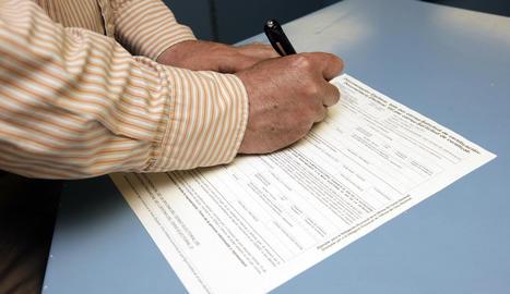 Imatge d'arxiu d'una sol·licitud de vot per correu.