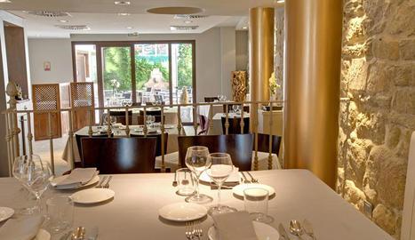 La sala del restaurant 'El Criticón' és un lloc agradable on degustar plats tradicionals actualitzats de la cuina aragonesa.