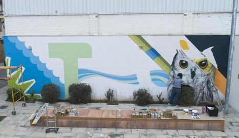 El primer mural, al consultori mèdic, està previst que quedi acabat al llarg d'aquesta setmana.