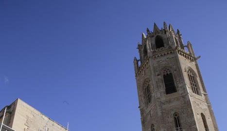La Porta dels Apòstols de la Seu Vella, coberta ahir per bastides.