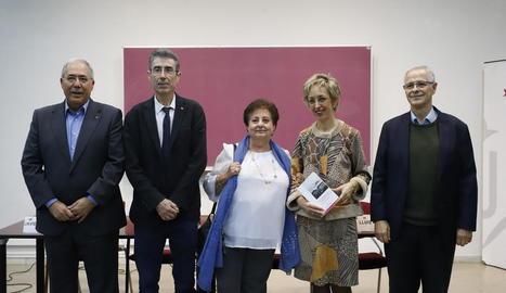 Presentació d'un llibre d'estudis de literatura francesa dedicat a Àngels Santa (al centre).