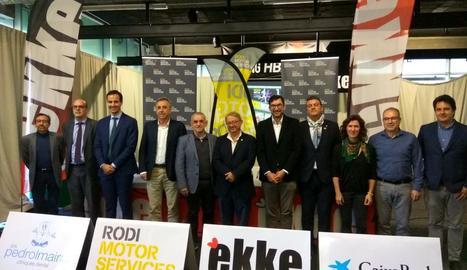 Organitzadors, patrocinadors i autoritats ahir durant la presentació al gimnàs Ekke.