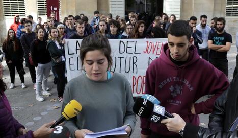 El Comitè Juvenil de Lleida ha llegit el seu manifest de presentació davant del Rectorat de la UdL.