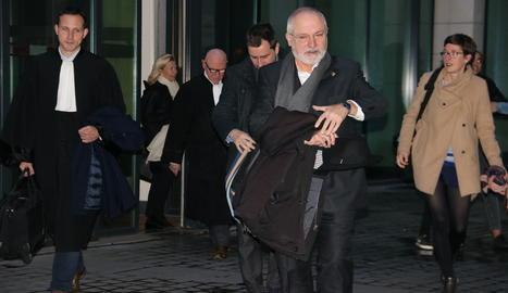 La sortida dels exconsellers Lluís Puig i Toni Comín després de la compareixença davant del jutge d'instrucció belga per l'euroordre.