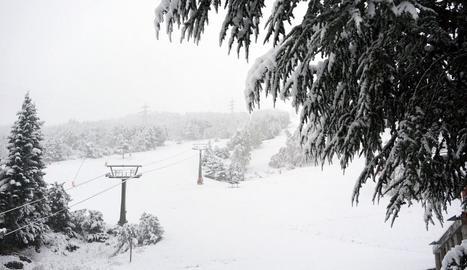 Neu acumulada sobre el domini esquiable de Baqueira.