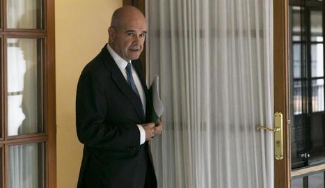 L'expresident de la Junta d'Andalusia Manuel Chaves, al sortir de la comissió ahir.