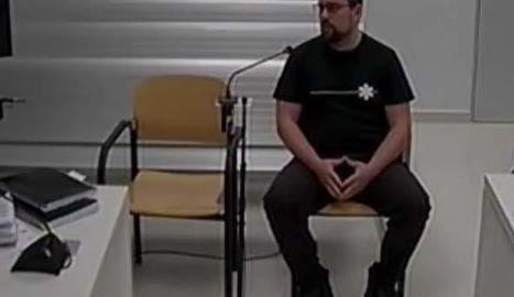 Imatge de Ferran Jolis (e) i Jordi Ros (d), durant la declaració després d'haver estat detinguts.