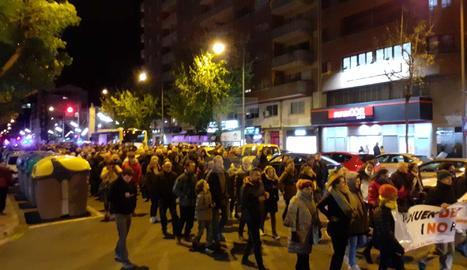 Desenes de persones en la manifestació del CDR a Lleida