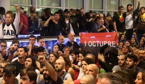 Una imatge de la protesta de Tsunami Democràtic que va tenir lloc a l'aeroport del Prat a Barcelona.