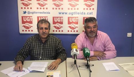 Els responsables de la UGT-FICA a Lleida, Xavier Perelló i Antoni Dolcet, durant la roda de premsa.
